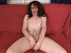 MILF Wendy finds a new toy for herself while cleaning