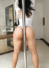 Folks it's that time again. Today is a BIG BOOTY update here at Trans500. Sexy, horny and carrying a huge ass we welcome Laura Colombiana. This g