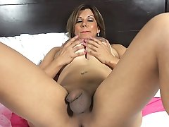Tattooed Tits Tranny with Big Dildo in her Hole