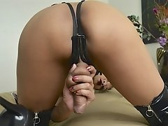 Watch the Hot Jessica in Black Latex Playing with Her Lovely Juicy Dick